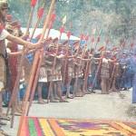 Maya Halkı'nın eski kültürleri Guatemala'da yaşar, Antigua'da karnavala dönüşür. Böyle düşsel bir törende yaşamak da var! Örneğin karşıdan gelenleri korumak için yol kıyılarına dizilmiş Romalı askerleri sembolize eden insanlara bakınca, bir an Roma İmparatorluk tacını ve tahtını İstanbul'a getiren ve  Başkent yapan I.Constantinus geliyor sanırsınız...